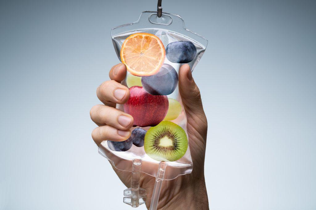 Vitamin-C-Hochdosis-Infusionstherapie mit Früchten
